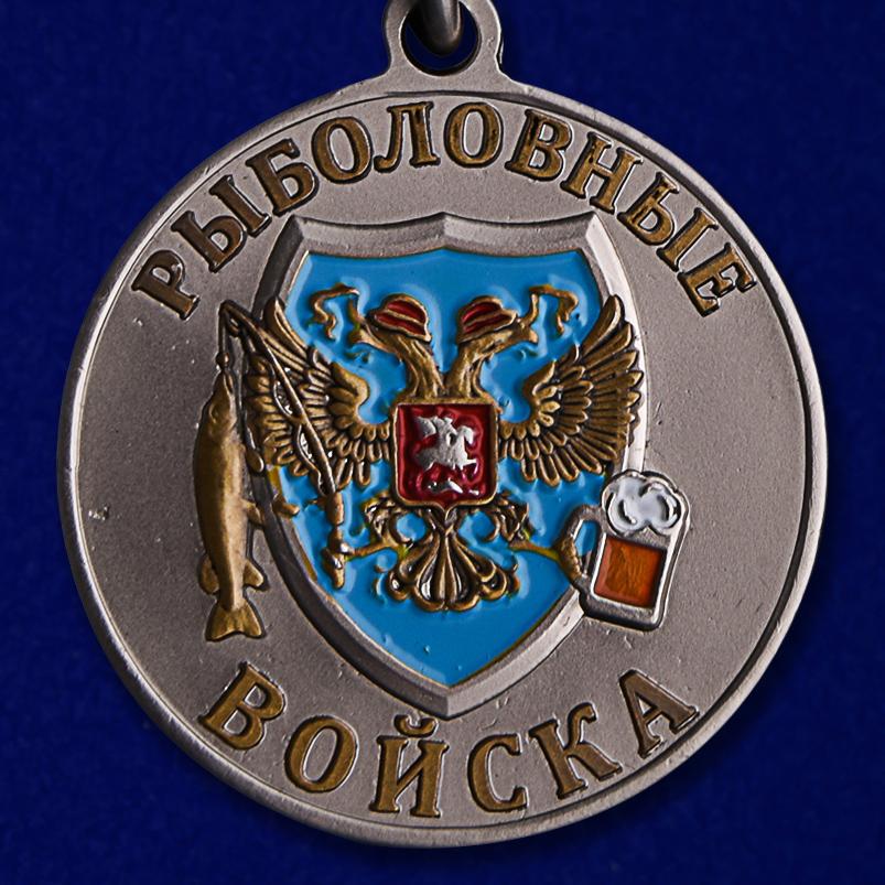 """Похвальная медаль рыбака """"Акула"""" в бархатистом футляре из флока в подарок"""