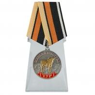 Похвальная медаль Тур (Меткий выстрел) на подставке