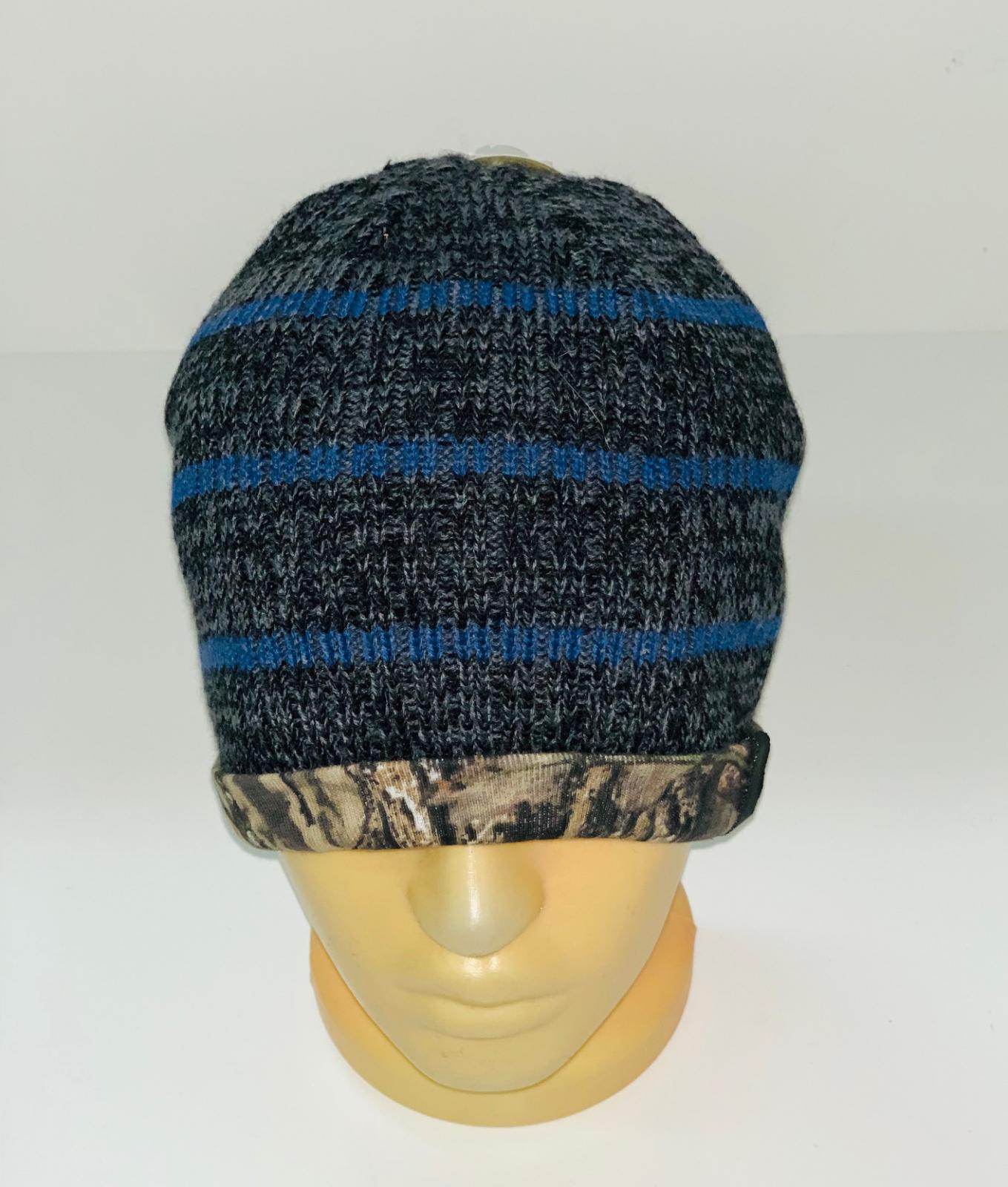 Полосатая шапка с камуфляжным отворотом