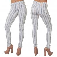 Полосатые женские брюки Pieces в обтяжку.