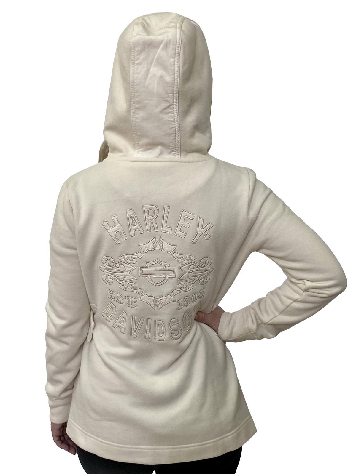 Недорогое женское пальто укороченного фасона