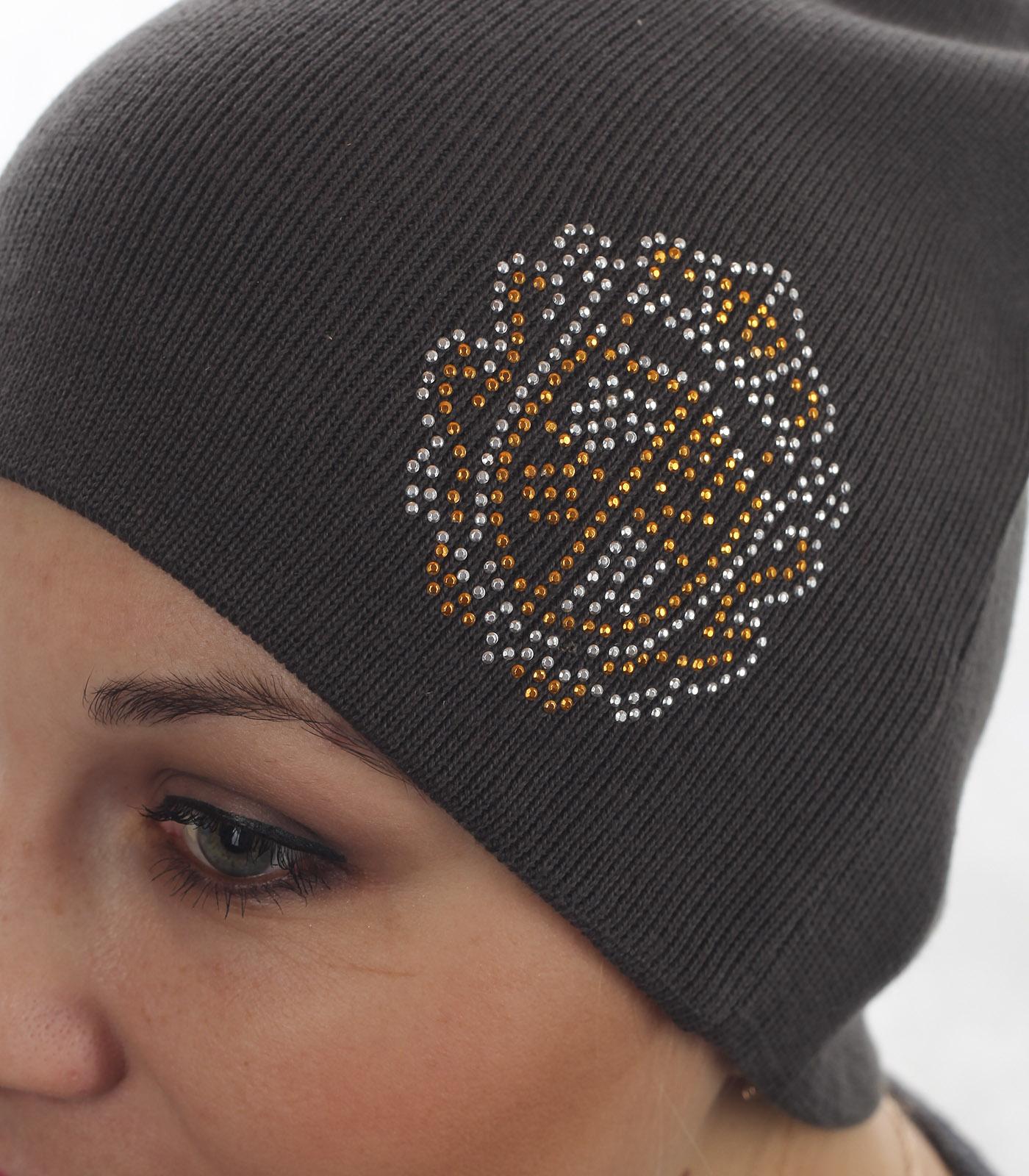 Популярная женская шапка с аккуратным декором. Модель что надо для настоящих модниц!