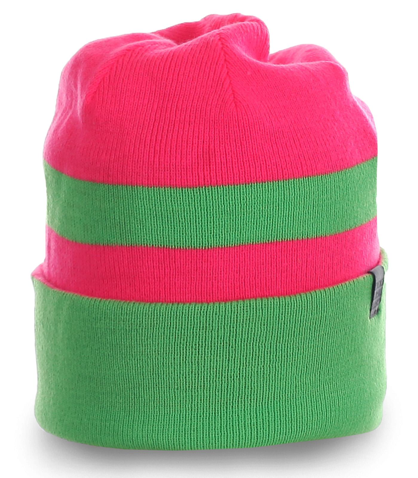 Популярная женская шапка яркой расцветки с отворотом удобного фасона