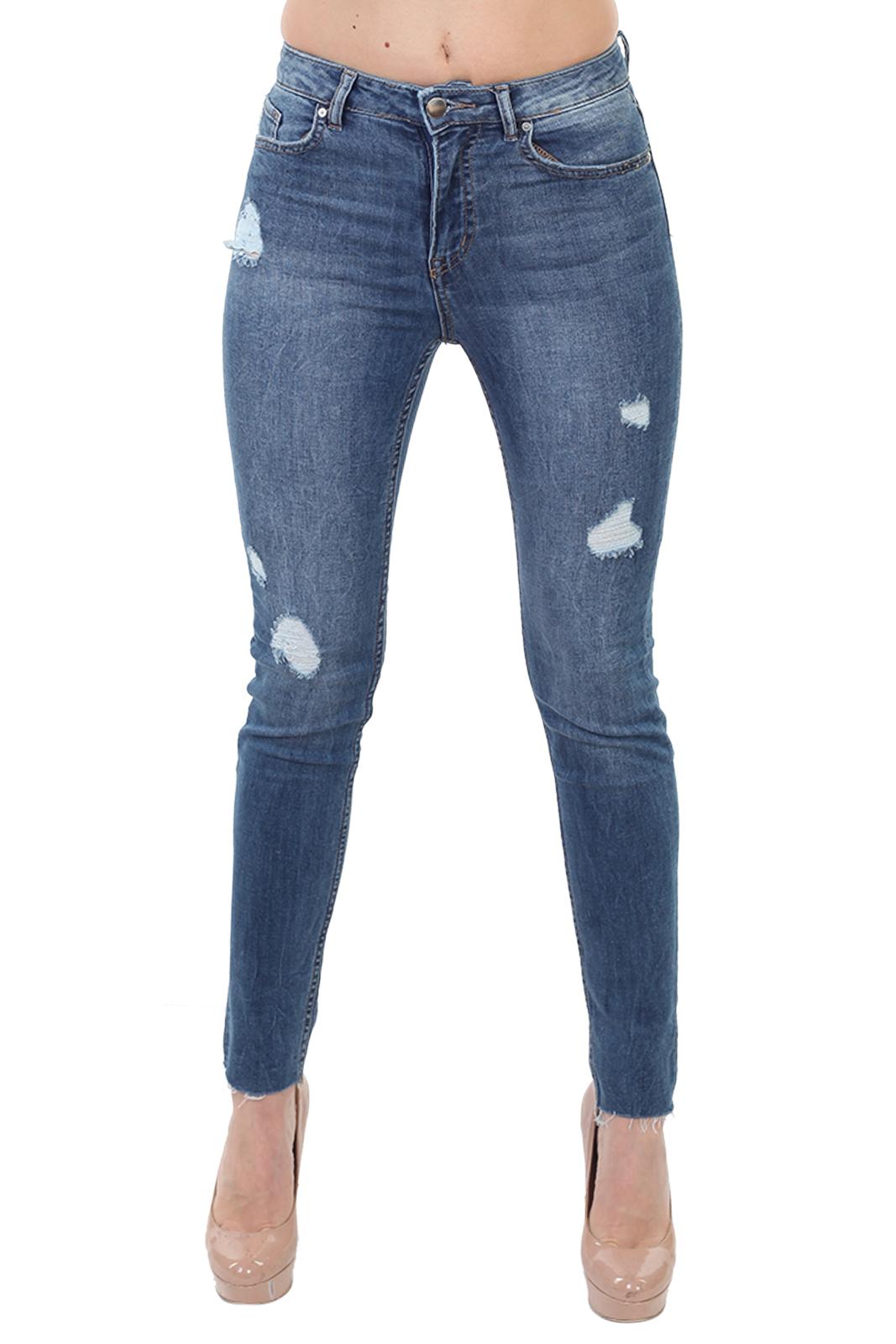 Потёртые женские джинсы