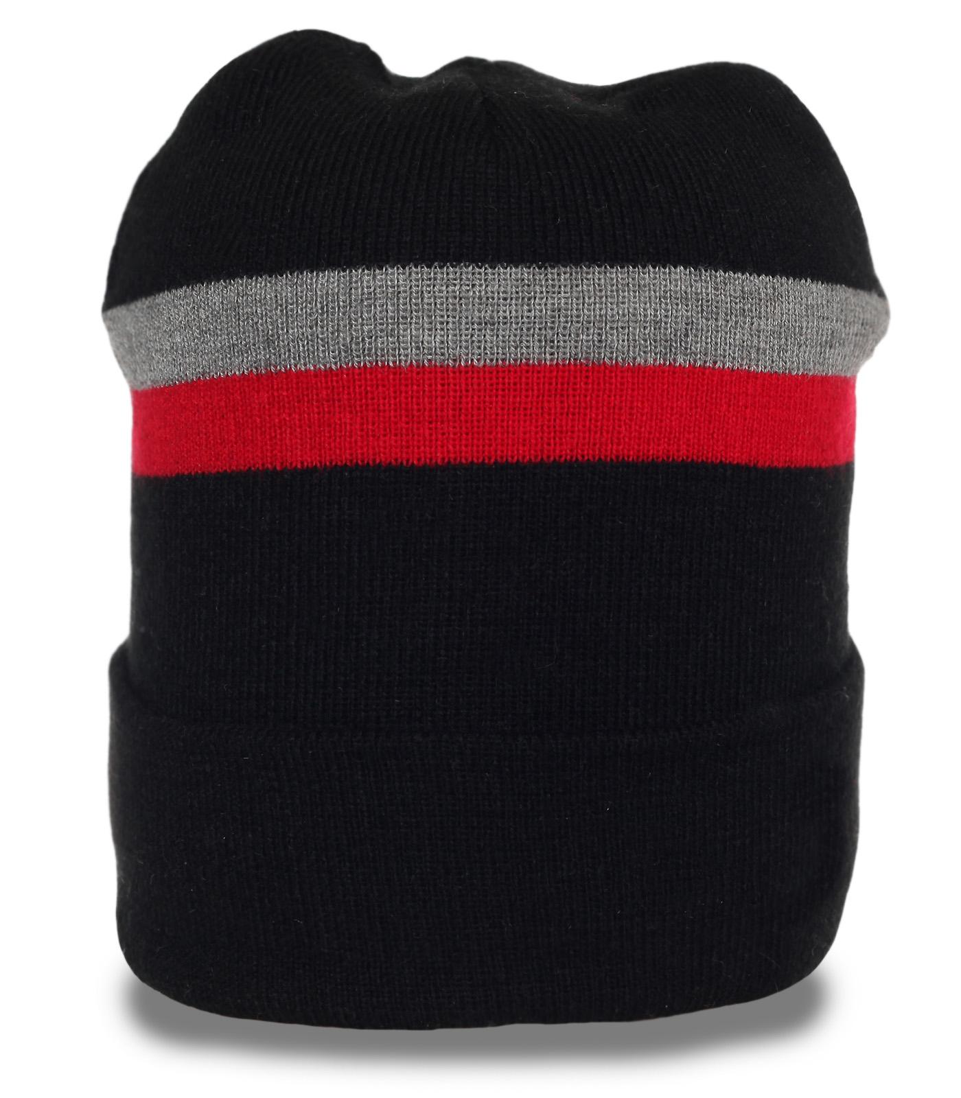 Повседневная мужская шапка в современном дизайне. Практичная модель, в которой удобно и тепло