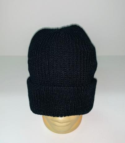 Практичная черная шапка
