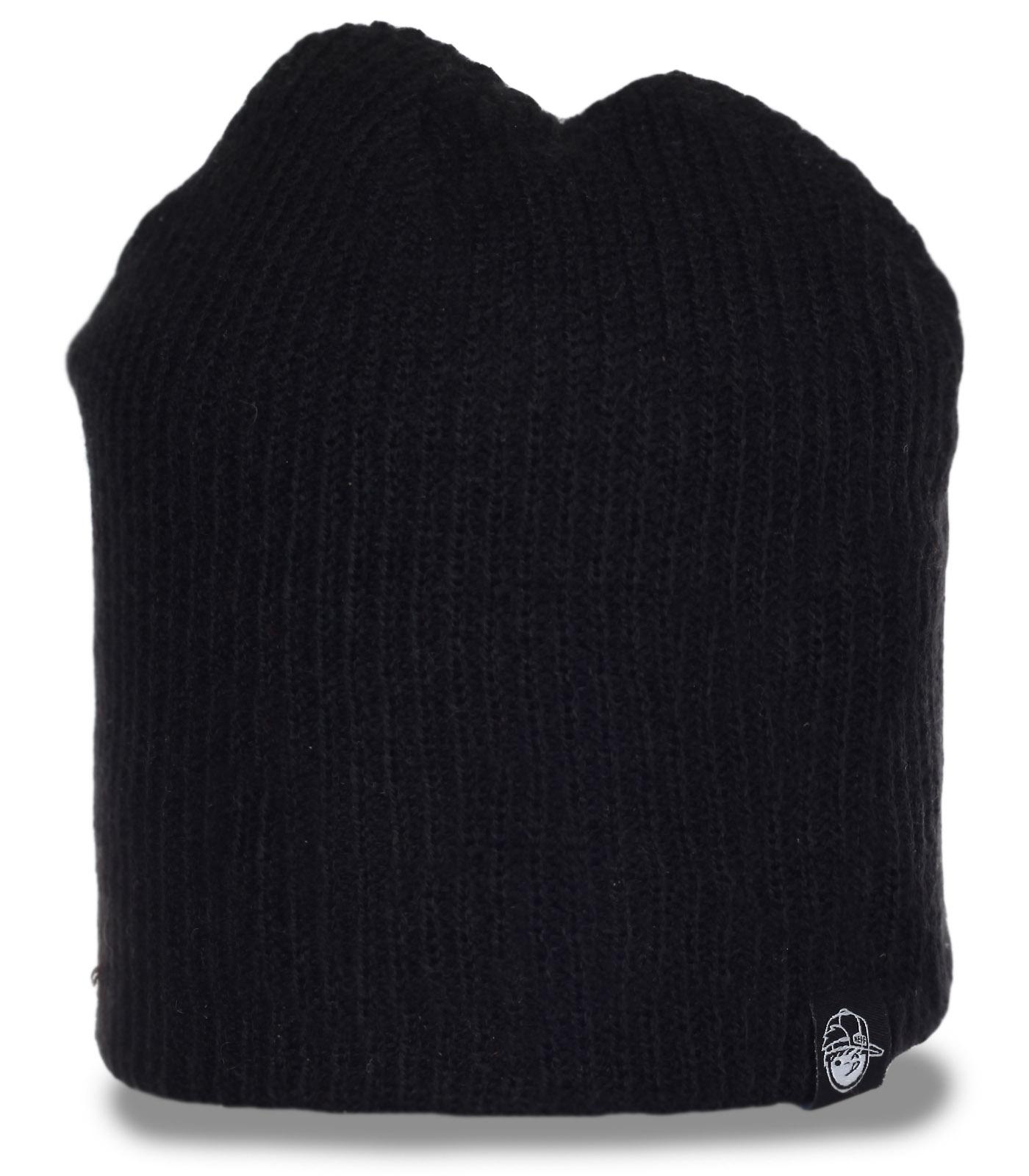 Практичная черная шапка ребристой вязки для активных мужчин и на природу и на охоту