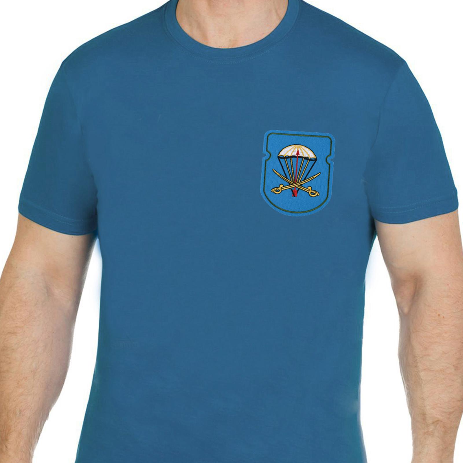 Практичная хлопковая футболка с вышивкой ВДВ