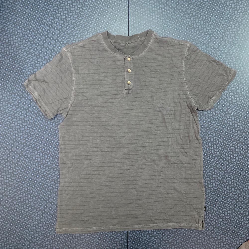 Практичная мужская футболка