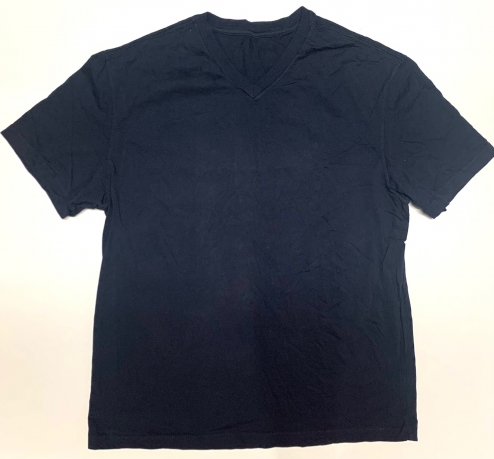 Практичная мужская футболка темного оттенка