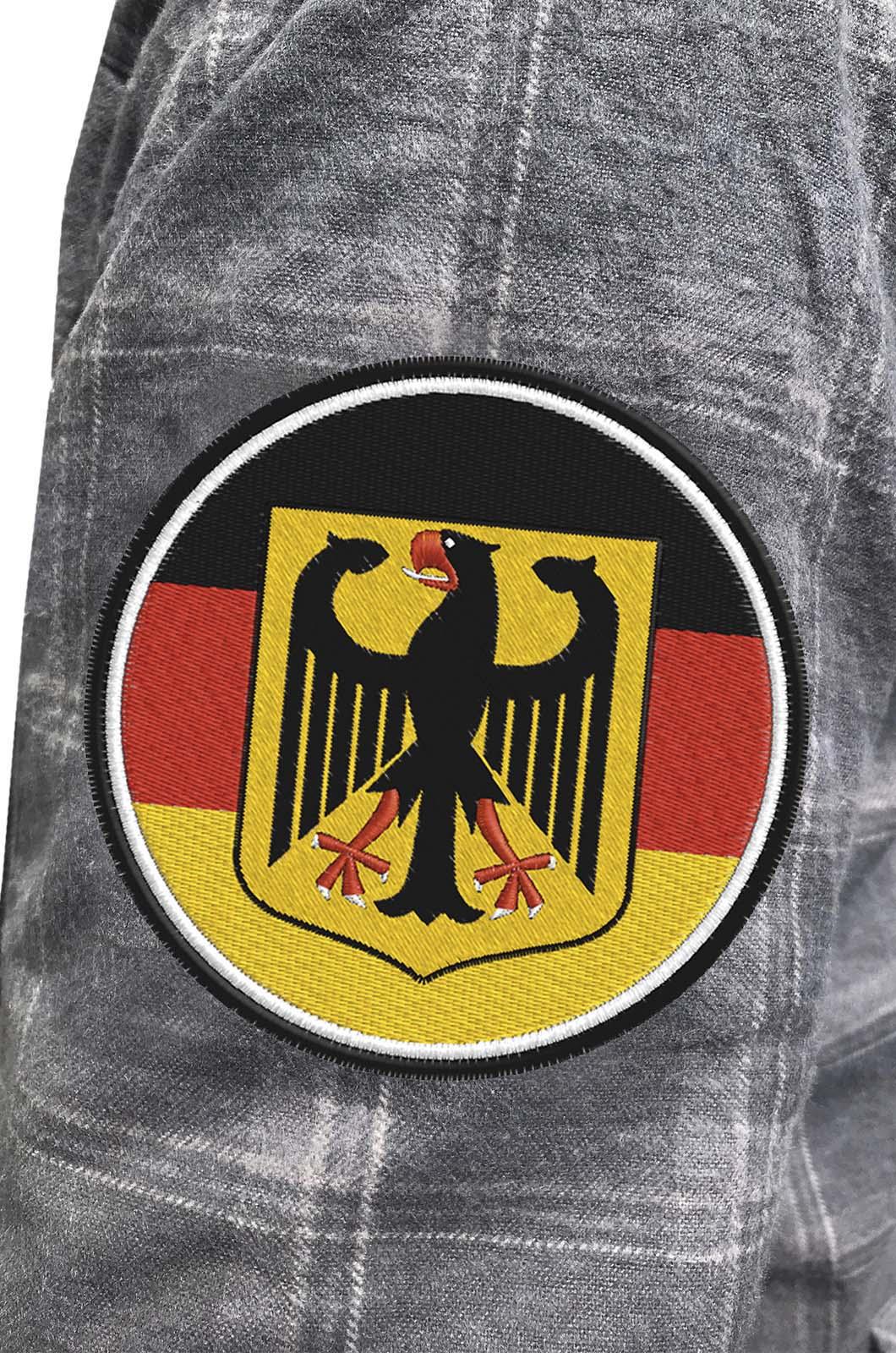 Практичная мужская рубашка с вышитым шевроном Германия - купить в Военпро