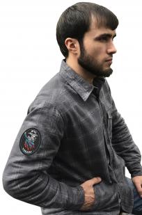 Практичная мужская рубашка с вышитым шевроном МЧС России - купить в подарок