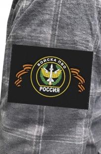Практичная серая рубашка с вышитым шевроном ПВО - купить по низкой цене