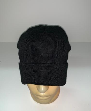 Практичная шапка черного цвета