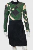 Практичное женское платье с геометрическим принтом