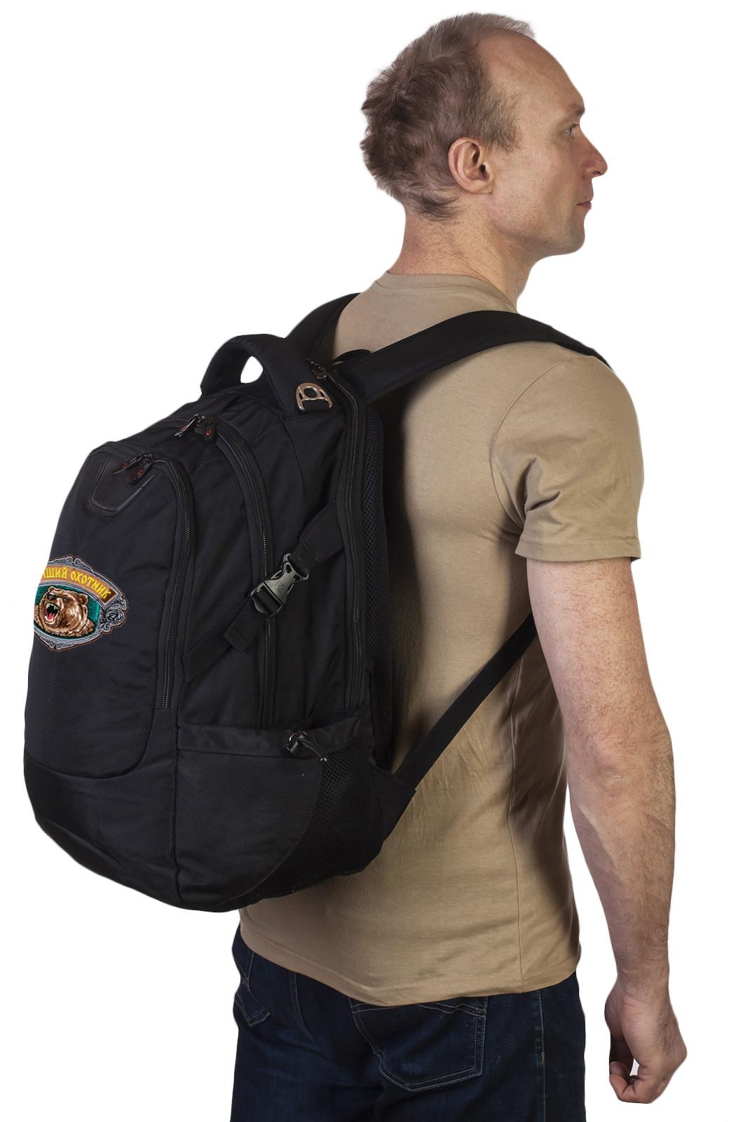 Практичный черный рюкзак с нашивкой Лучший Охотник - заказать в подарок