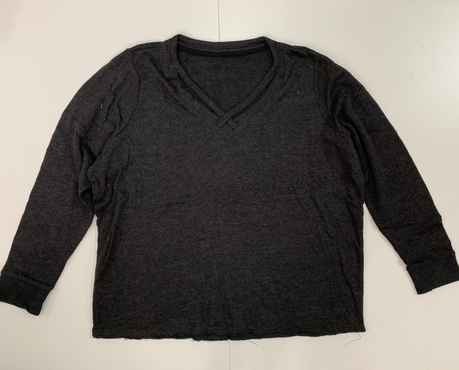 Практичный женский свитшот темного цвета