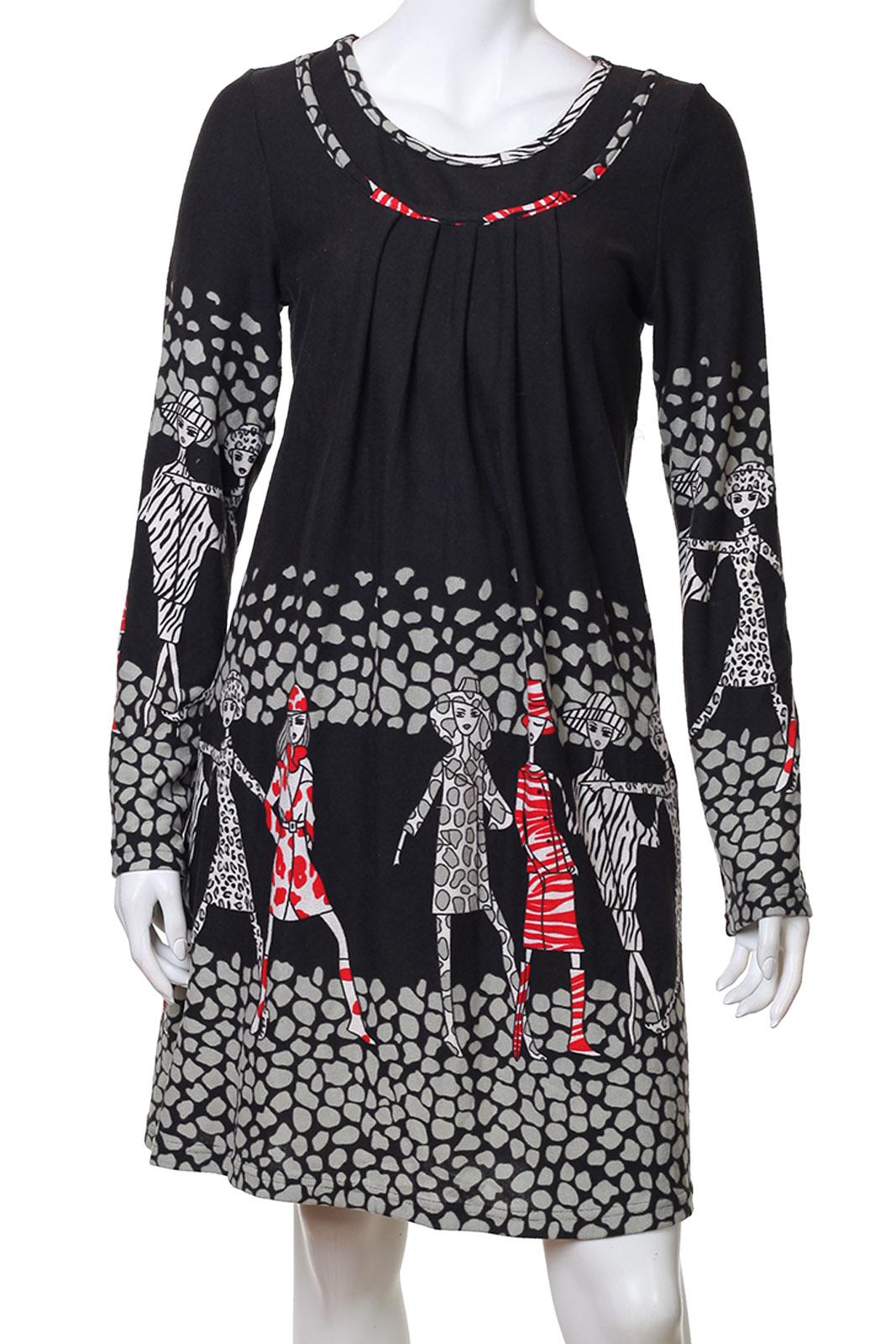 Прекрасное черное платье с длинным рукавом