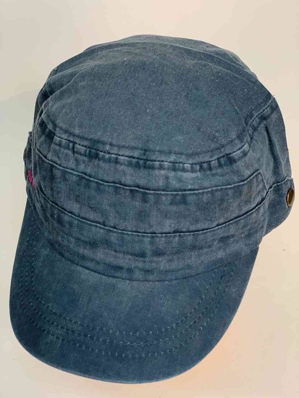 Прикольная джинсовая кепка со смайликом