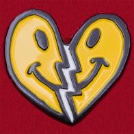 """Прикольный значок с сердечком """"Не грущу о разлуке"""""""