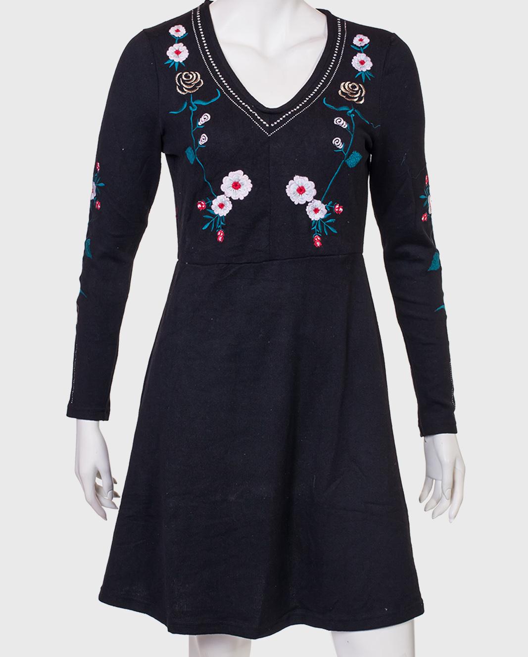 Приталенное черное платье от бренда SAN FRANCISCO