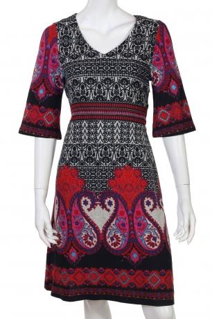 Приталенное этно-платье с V-образным декольте