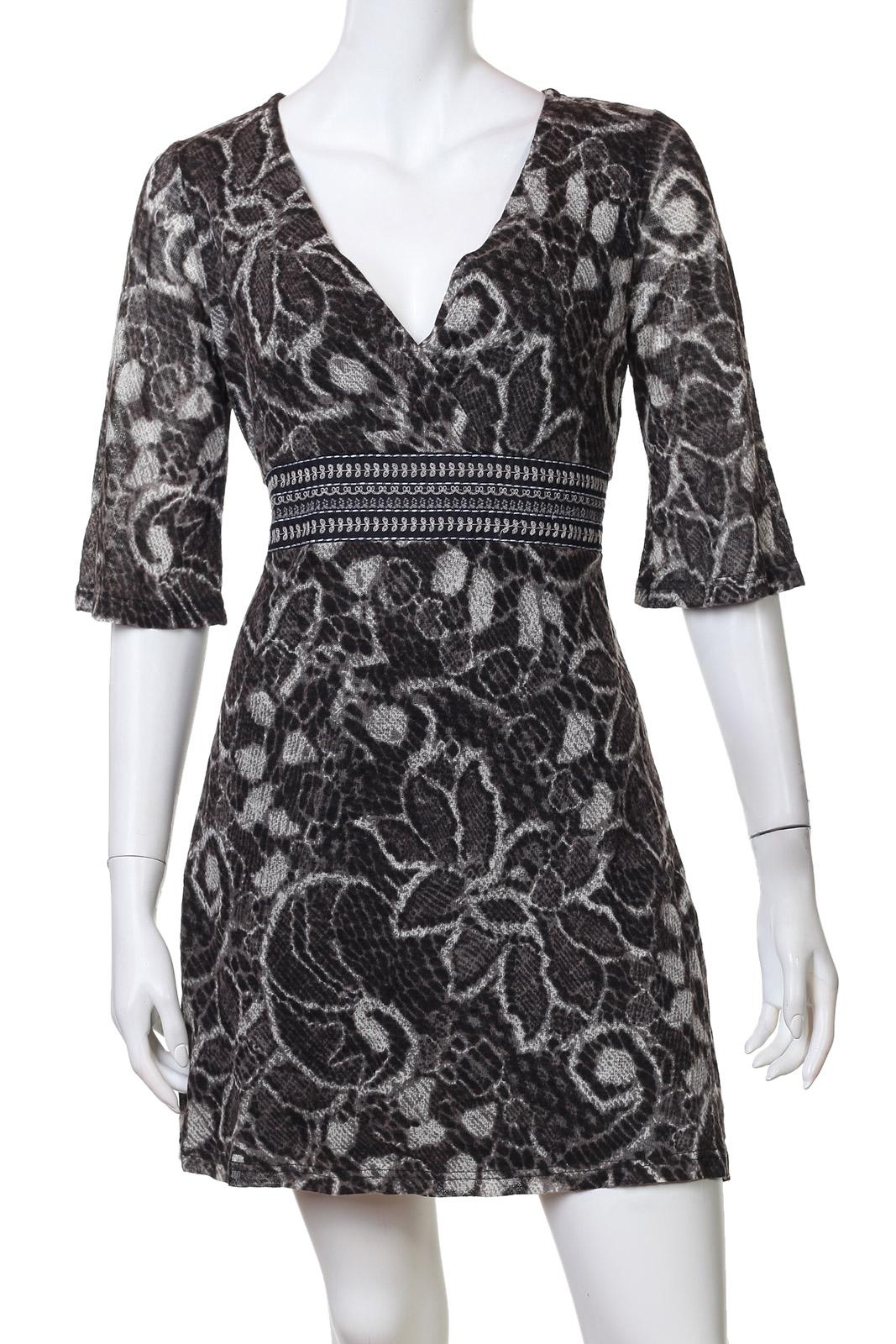 Приталенное мини-платьице с цветами