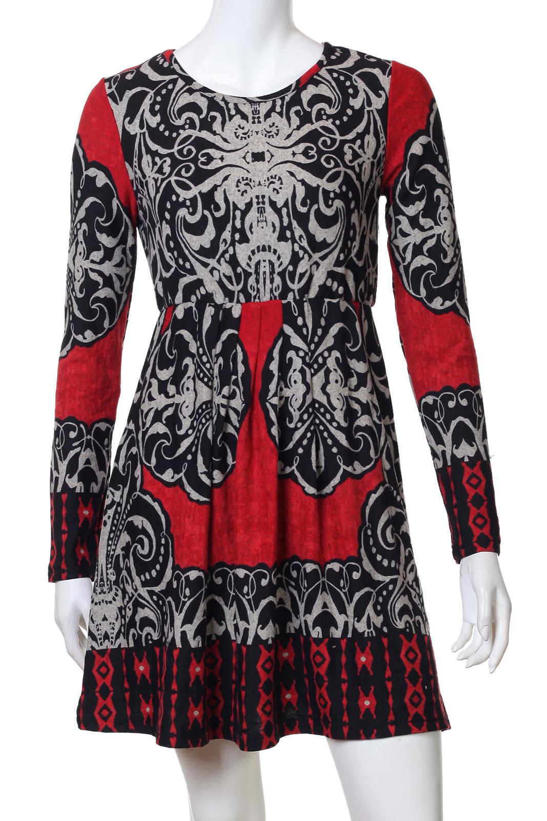 Приталенное платье в готическом стиле
