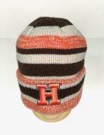 Привлекательная полосатая шапка