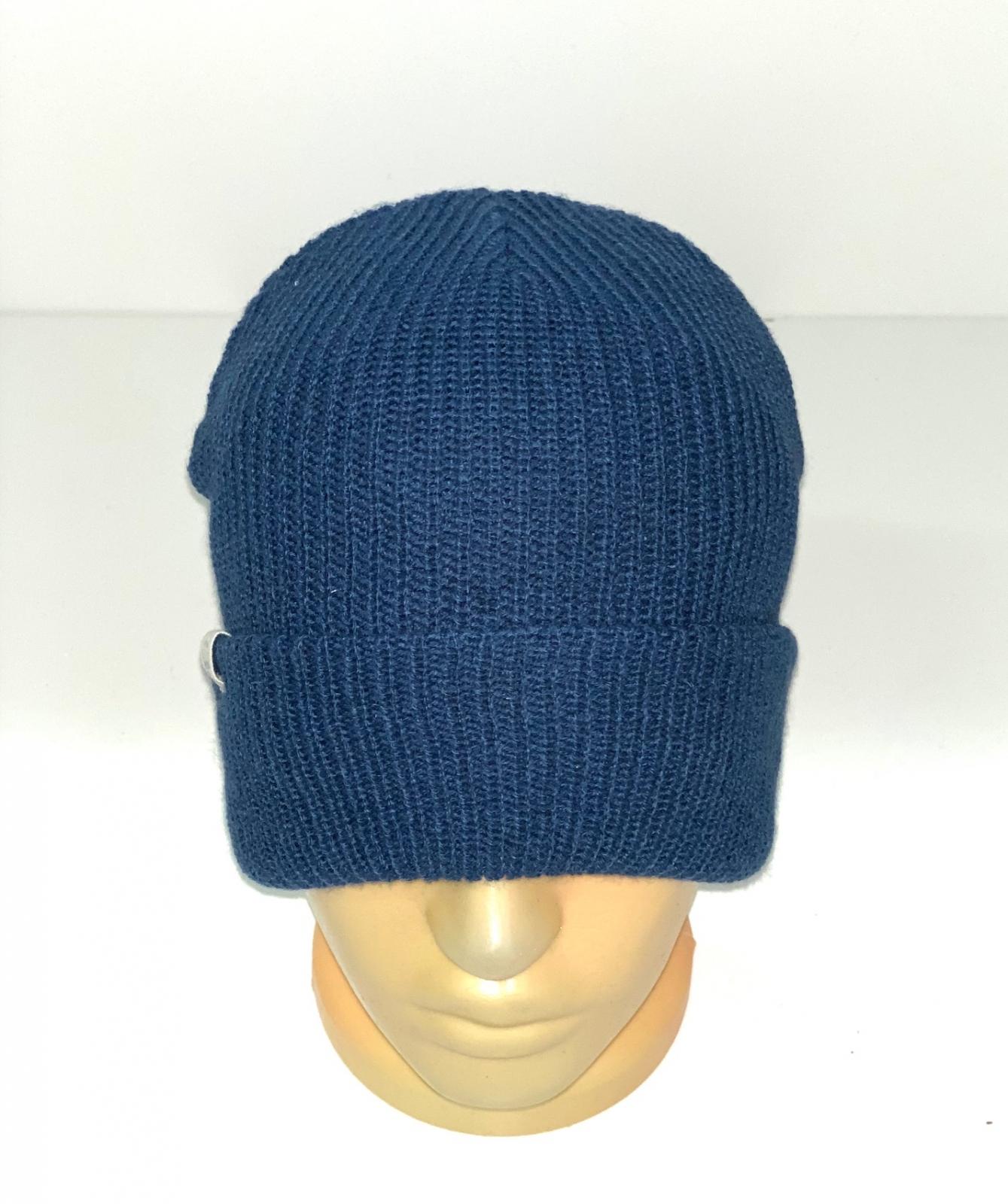 Привлекательная шапка синего цвета