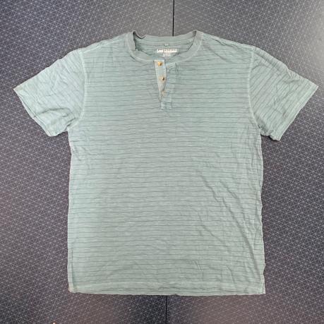 Привлекательная трикотажная футболка