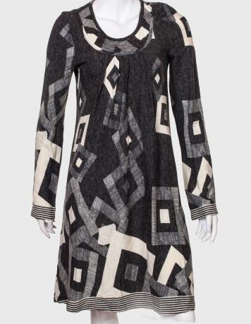 Привлекательное оригинальное платье с принтом