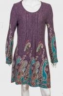 Привлекательное женское платье с крупным орнаментом
