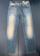 Привлекательные мужские джинсы