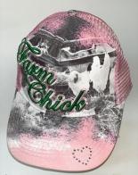 Розовая бейсболка с принтом и вышивкой
