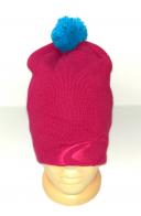 Розовая шапка с голубым помпоном