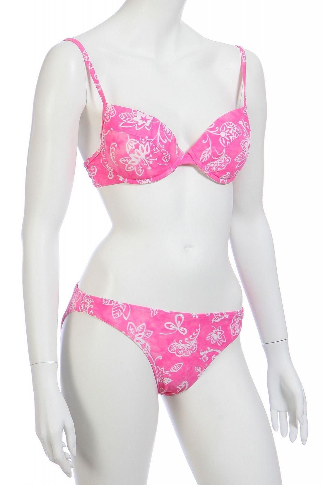 Розовый купальник бикини