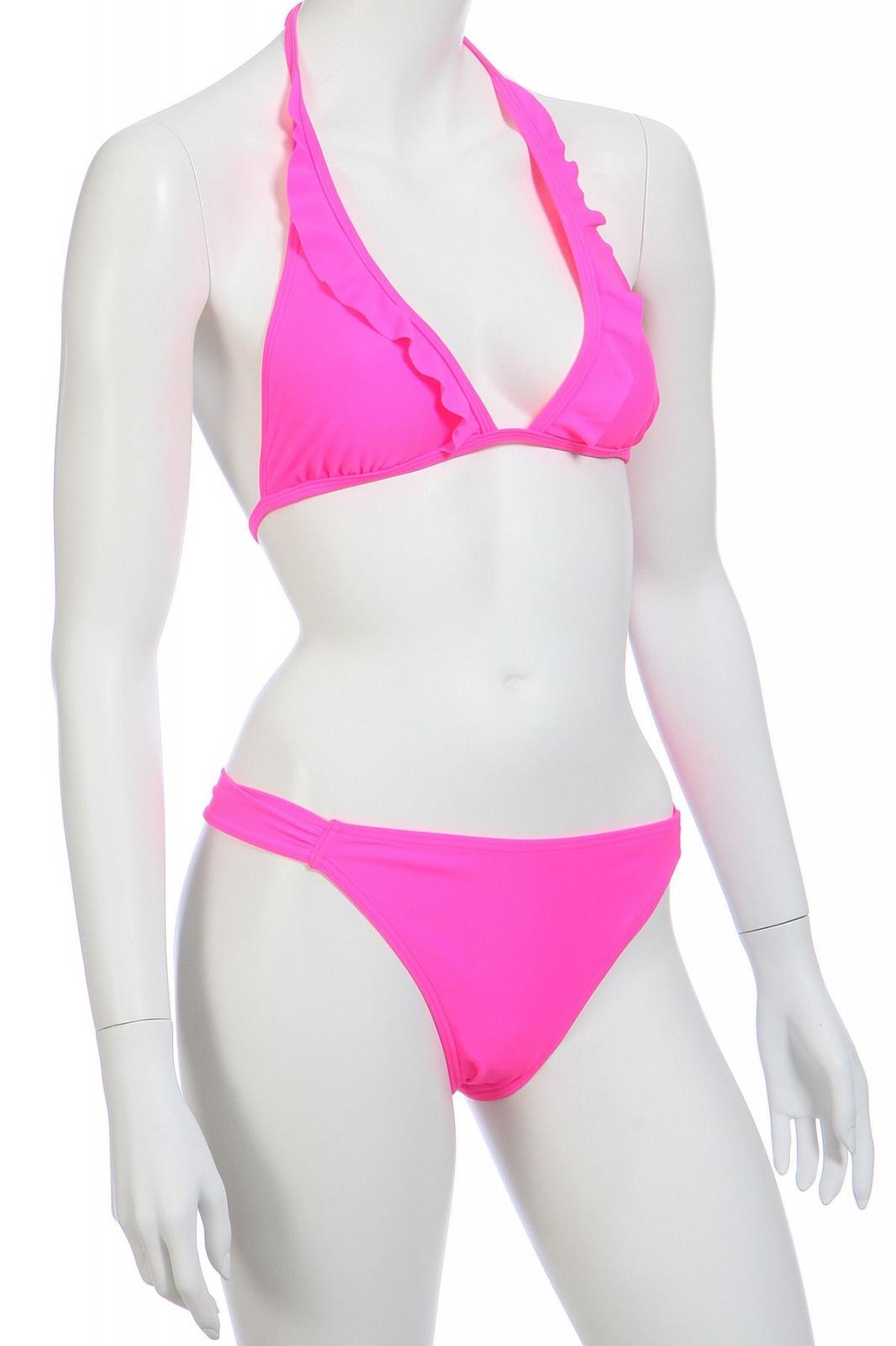 Розовый купальник с рюшами