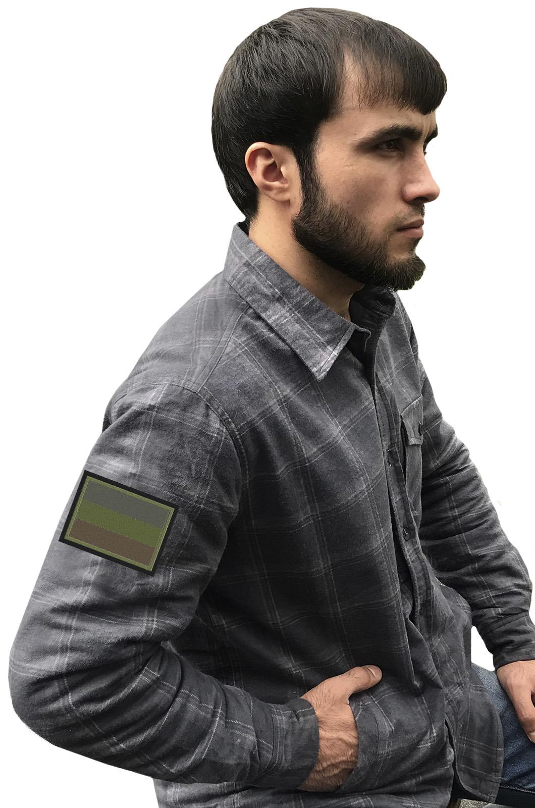 Рубашка мужская с вышитым темным полевым шевроном Россия - купить выгодно