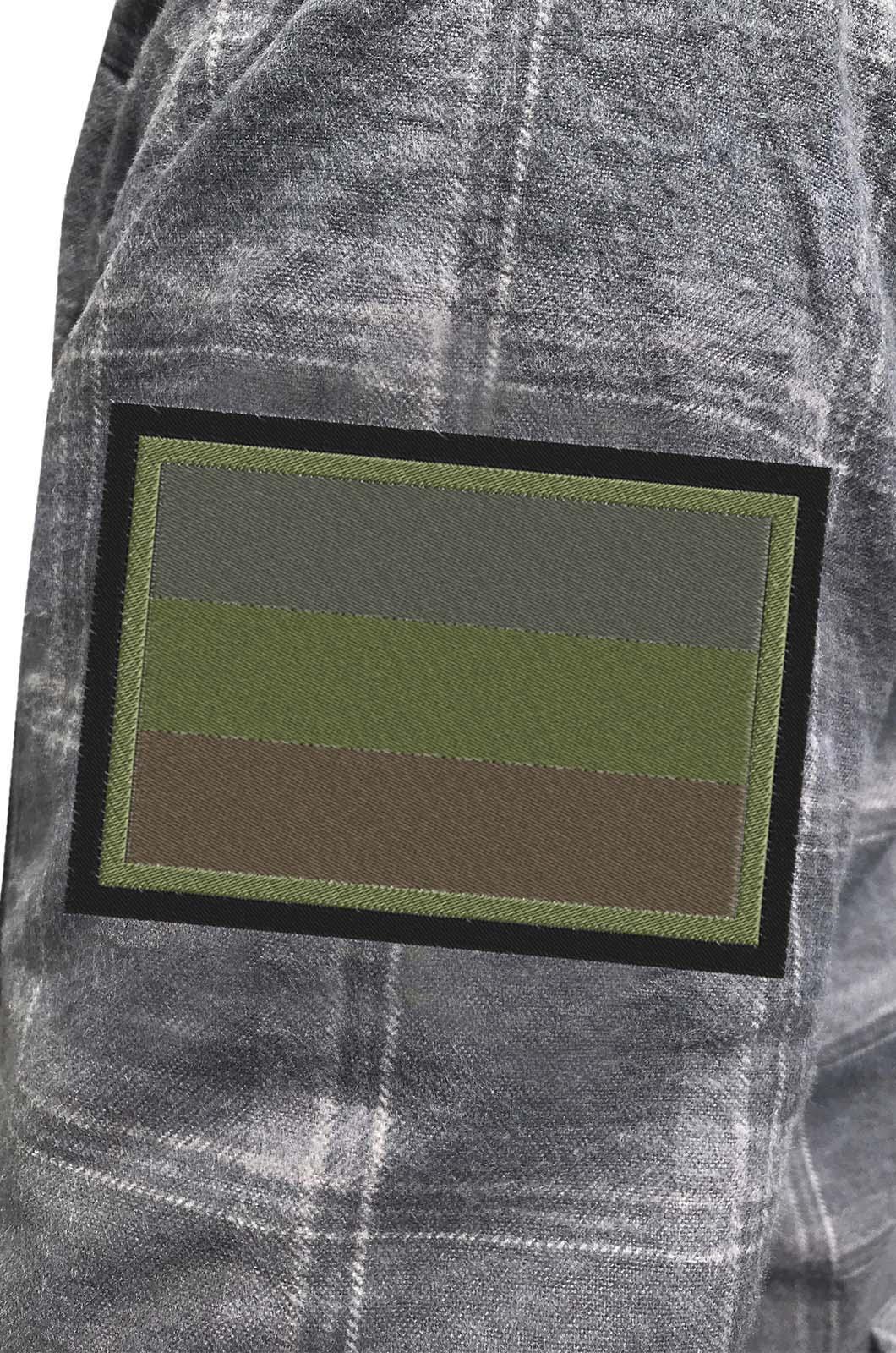 Рубашка мужская с вышитым темным полевым шевроном Россия - купить в Военпро