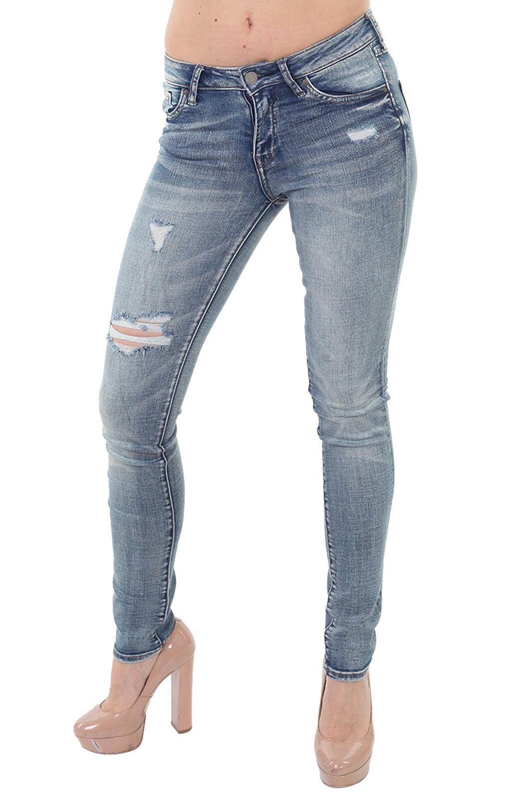 Рваные женские джинсы