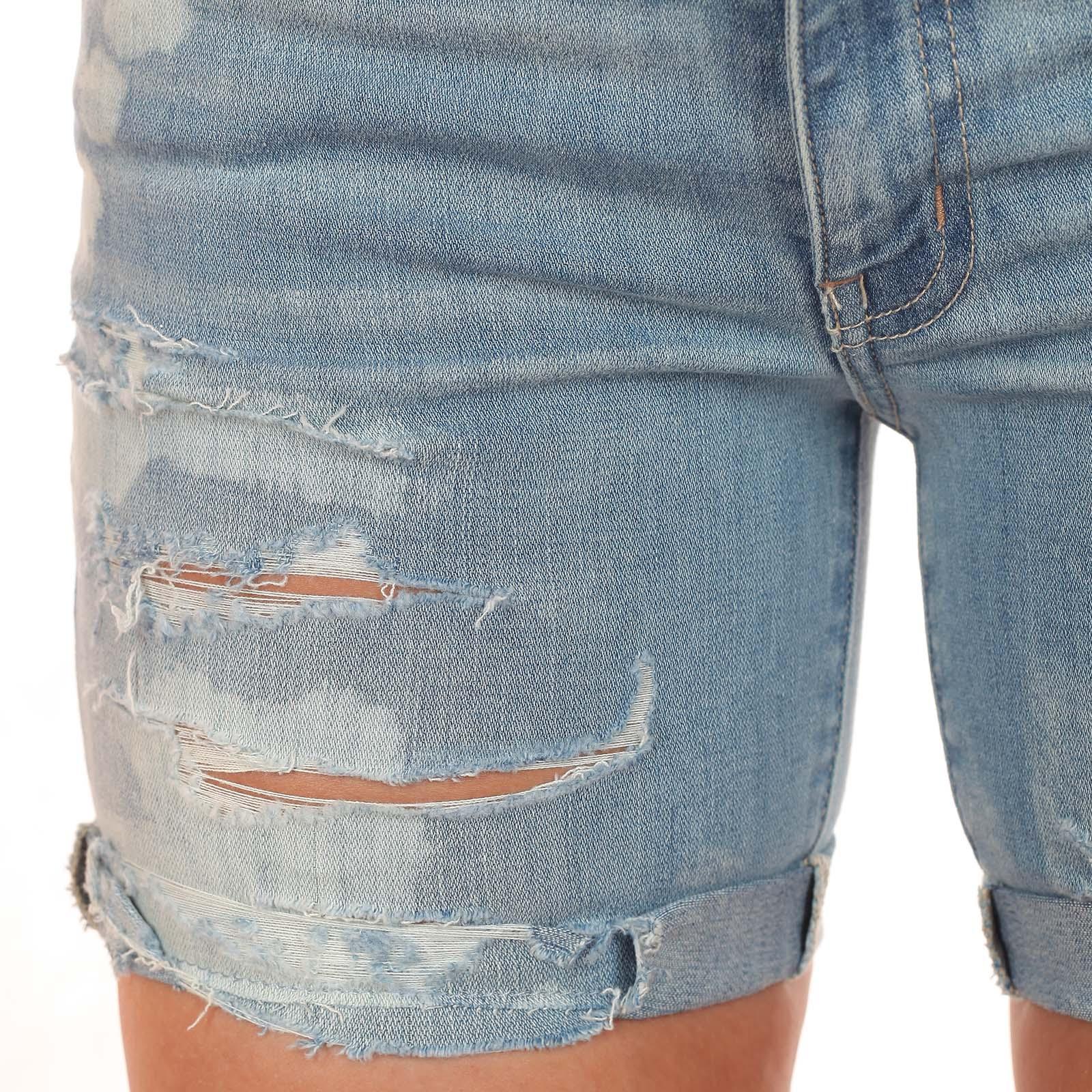 Рваные джинсовые шорты American Eagle с бунтарскими потёртостями и небрежными разводами. Жизнь коротка – нарушай скучные правила!