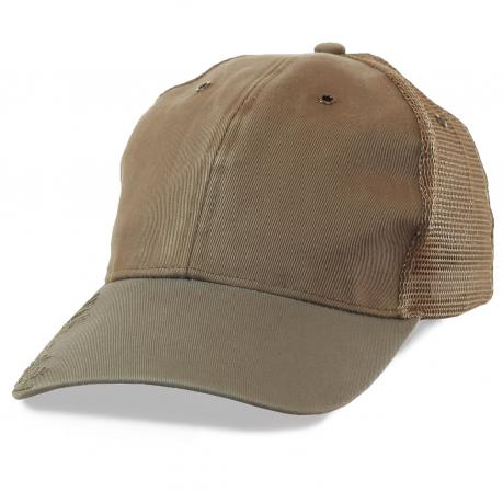 Рыболовная кепка с металлическими люверсами и большим принтом-вышивкой. Универсальный цвет, удобный фасон и возможность купить крутую модель по сниженной цене