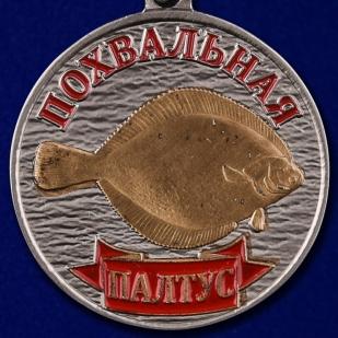 """Купить рыболовную медаль """"Палтус"""" в бархатистом футляре из флока"""