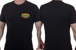Сдержанная мужская футболка с эмблемой Погранвойск.