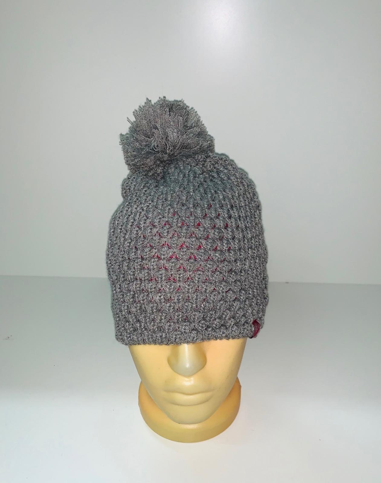 Серая ажурная шапка с помпоном