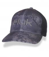 Серая бейсболка HUK с сеткой для вентиляции.