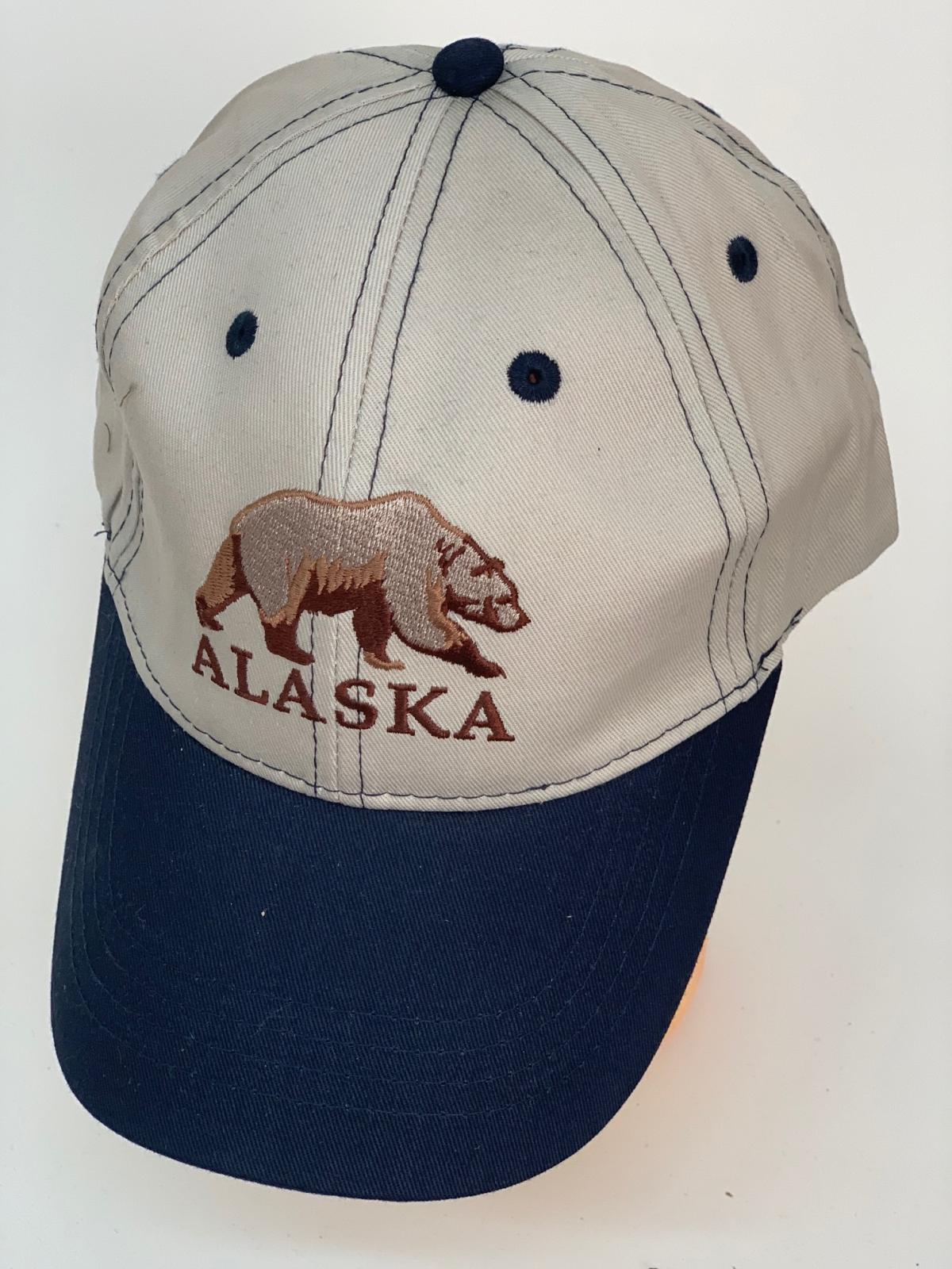 Серая бейсболка Alaska с синим козырьком