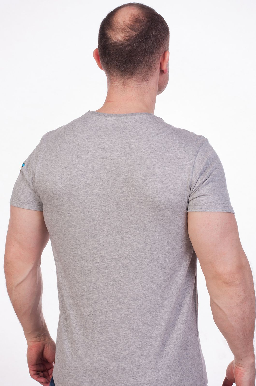 Серая футболка с принтом