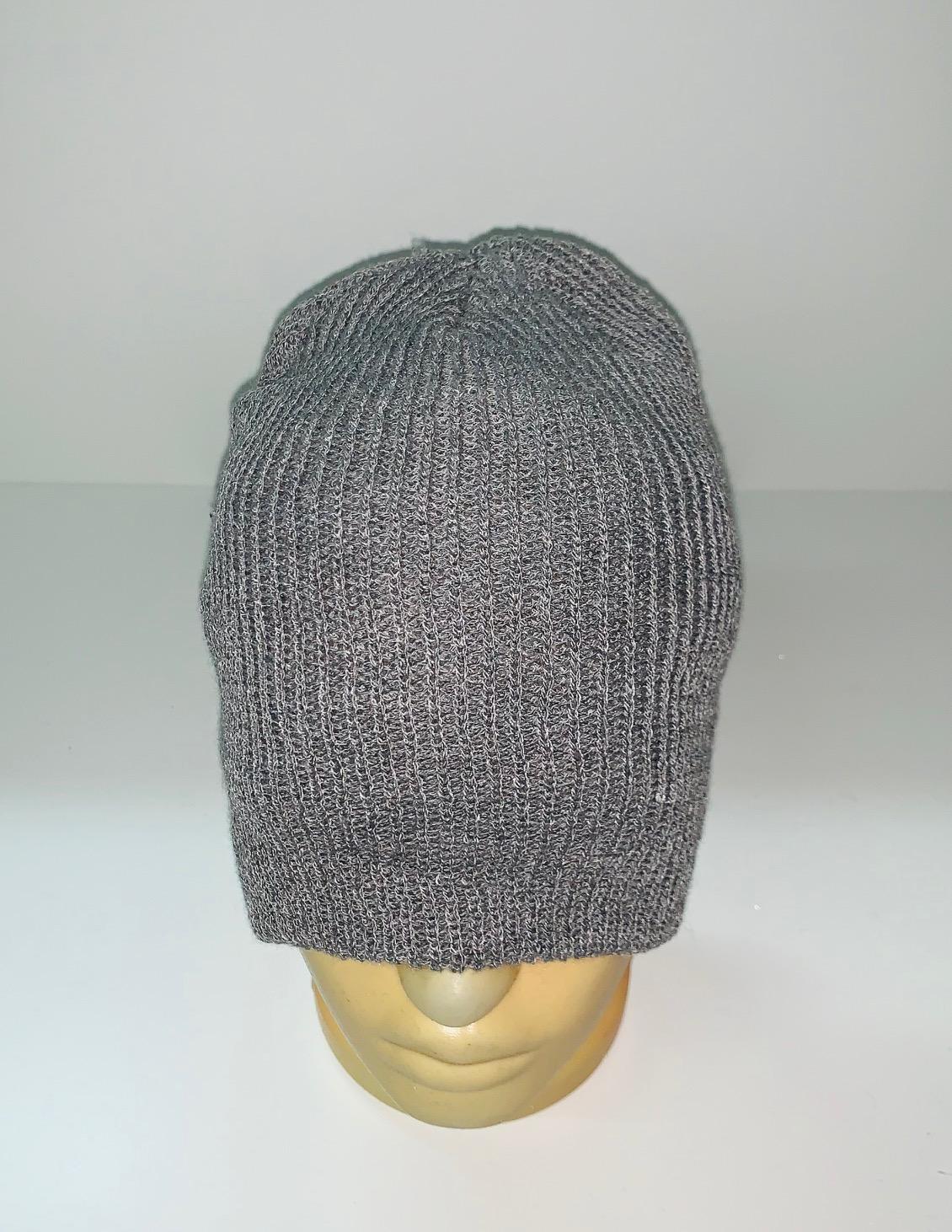 Серая классическая шапка